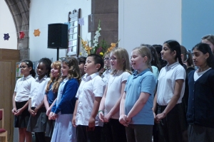Dalry Primary School Choir at St Martin's Art Exhibition