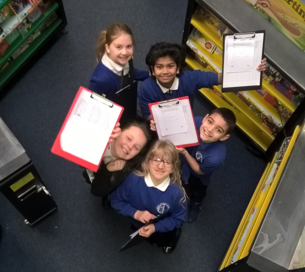 P5 Pupils helping at the book fair